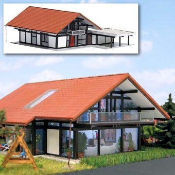 HUF® Haus braun/rot <br/>BUSCH 8246 1