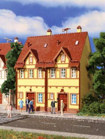 Reihen-Doppelhaus, gelb <br/>Vollmer 43844