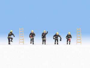 NOCH 15021 <br/>Feuerwehr (schwarze Schutzanzüge)