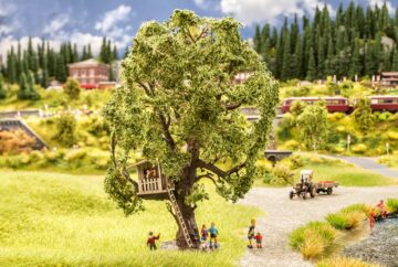 NOCH 21765 <br/>Baum mit Baumhaus 1