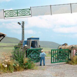 BUSCH 1019 LPG Zaun mit Betonpfosten und Tor
