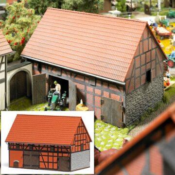 BUSCH 1506 <br/>Bauernhof: Scheune mit kleinem Stall 1