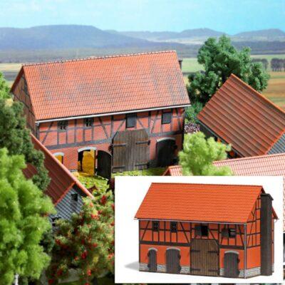 BUSCH 1507 <br/>Bauernhof: Scheune mit großem Stall