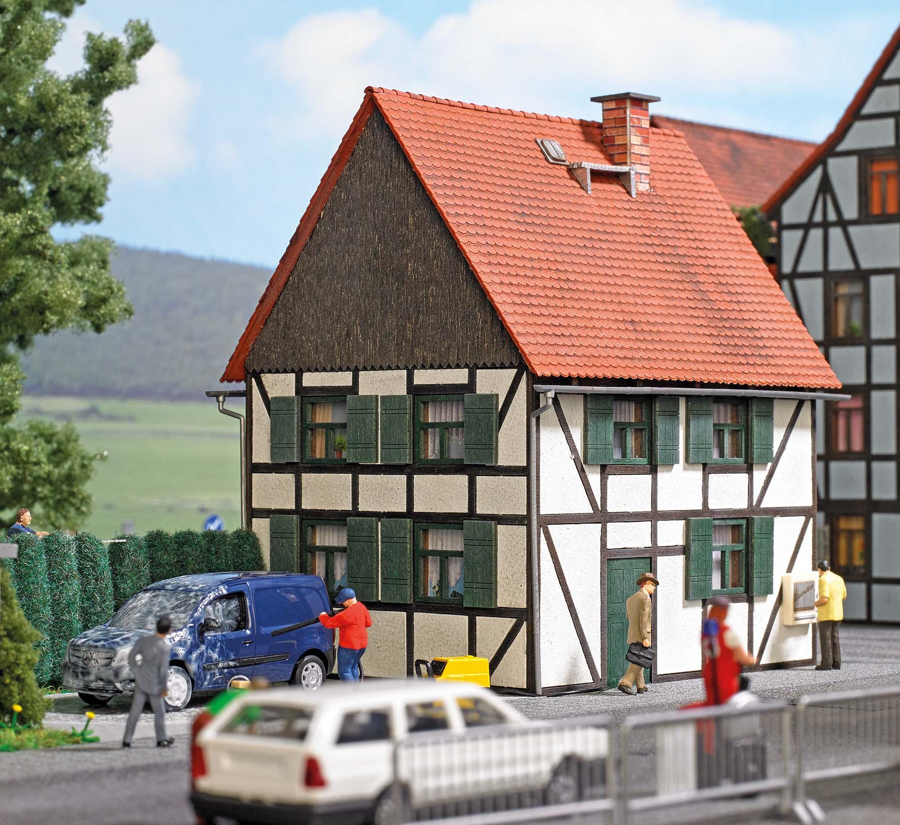 BUSCH 1666 <br/>Fachwerkhaus H0 2