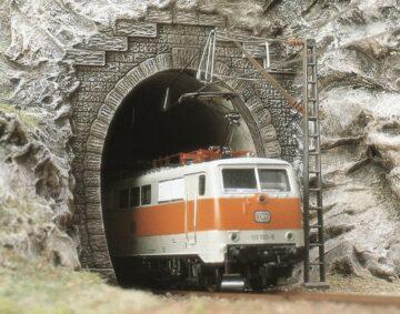 BUSCH 7024 <br/>Tunnel-Portale, E-Lok, 2 Stück 1