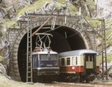 BUSCH 7027 <br/>Tunnel-Portale, E-Lok, 2 Stück 1