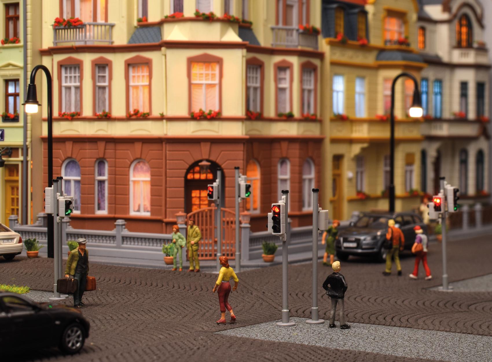 Viessmann 5095 <br/>Verkehrsampel mit Fußgängerampel und LEDs, 2 Stück