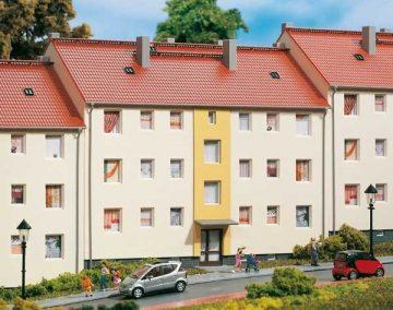 Auhagen 11402 <br/>Mehrfamilienhaus  1