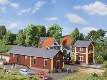 Auhagen 11435 <br/>Bahnhof Steinbach mit Wasserhaus 1