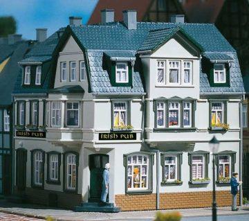 Auhagen 12255 <br/>Eckhaus Irish Pub  1