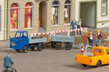 Auhagen 43661 <br/>Multicar M22 mit Anhänger 1