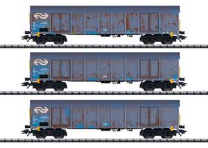 "TRIX 24367 <br/>Hochbordwagen-Set ""Holzhackschnitzeltransport"""